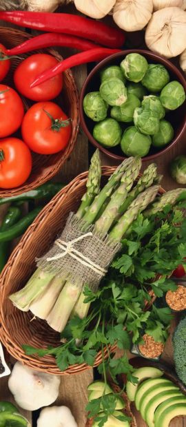 fresh-vegetables-on-wooden-tab